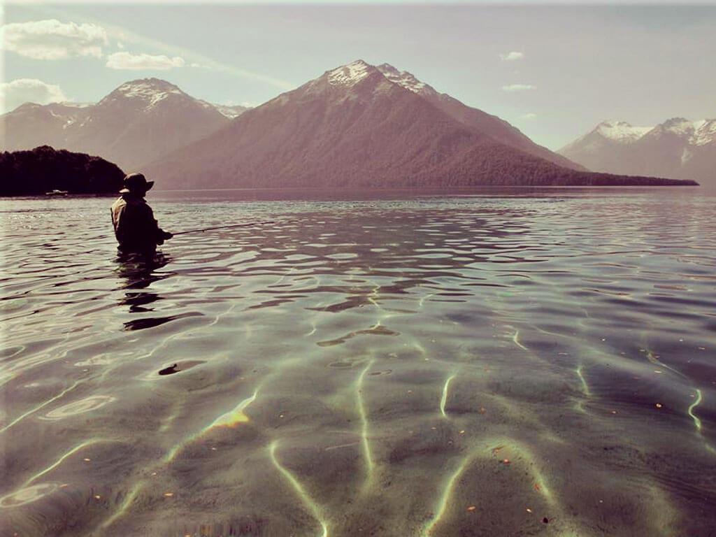 Pescador en el Lago Traful